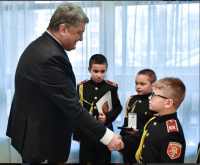 Президент Петро Порошенко зустрівся та поспілкувався з кадетами ліцею-інтернату №23 «Кадетский корпус» з посиленою військово-фізичною підготовкою